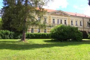 Školski park star 100 godina ima više od 100 vrsta drveća i ukrasnih grmova