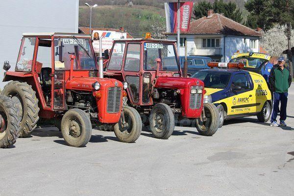 Osvjetlaj obraz, domaćine! Označi traktor!